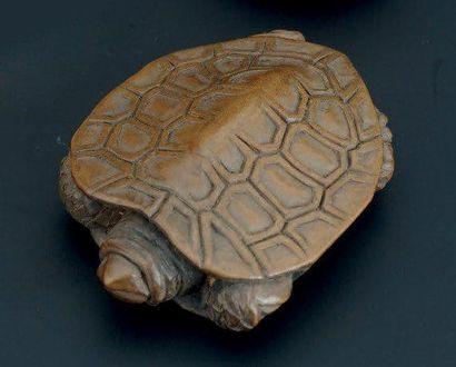 NETSUKE en bois représentant, une tortue...