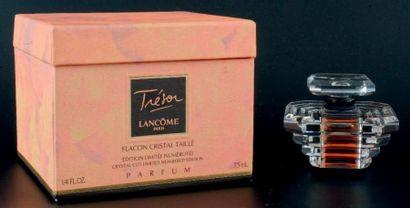 Lancôme «TRÉSOR» Flacon en cristal taillé, Swarovski, édition limitée à 5000 exemplaires....