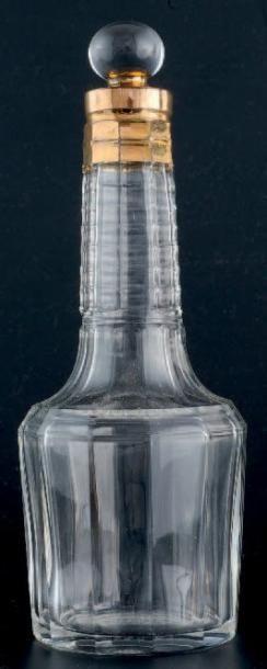 BACCARAT HOUBIGANT Flacon en cristal de Baccarat, base circulaire, panse à 12 pans...