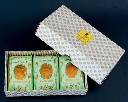 Guerlain «SAPOCETI» Coffret comprenant trois savons «Jicky», «Verveine» et «Mitsouko»....