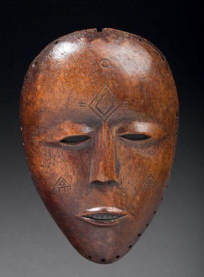MASQUE DE DANSE sculpté d'un beau visage...