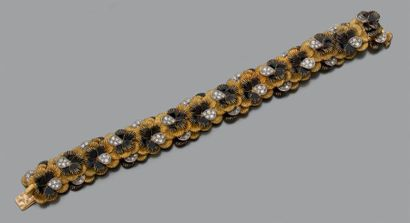 BRACELET souple «fleurs» en or jaune et or...