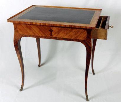 Petite table à écrire rectangulaire en placage...