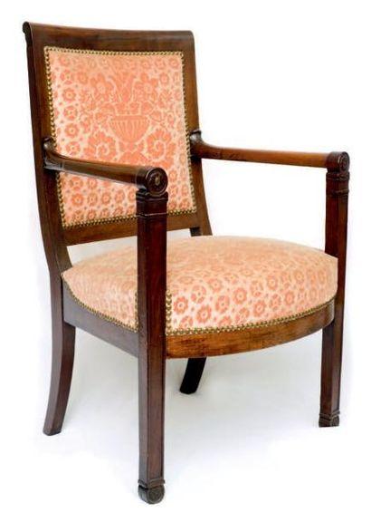 Paire de fauteuils en acajou et placage d'acajou...