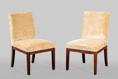 Paire de chaises en chêne cérusé, pieds postérieurs...