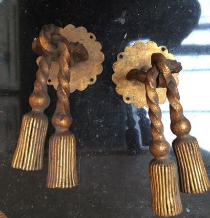 Embrase de rideaux en bronze simulant des...