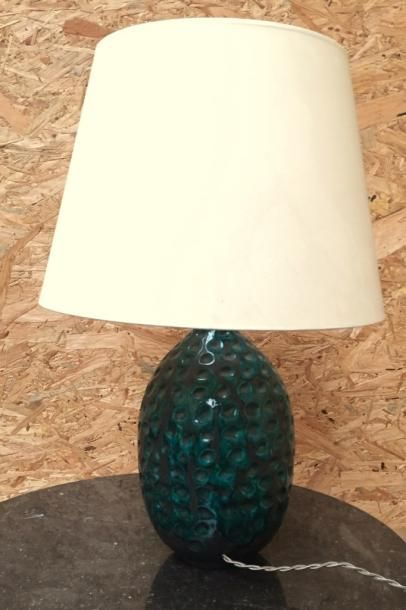 Lampe en céramique verte à décor de pastilles...