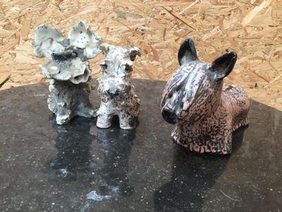 Amusant lot de 3 statuettes de chiens en...