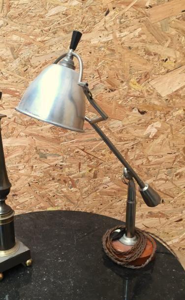 Lampe de bureau sur une base circulaire en...