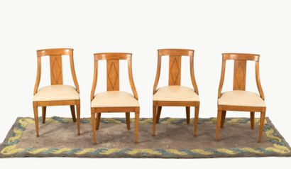 Suite de 4 chaises en citronnier  Travail...