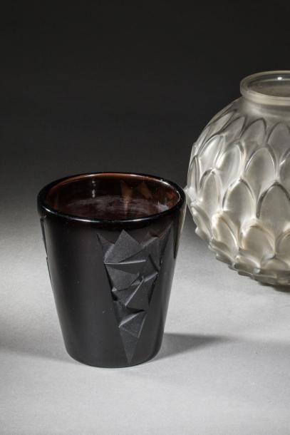Jean LUCE (1895-1964  Vase cornet en verre...