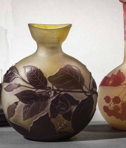 Etablissements Gallé  Vase en verre double,...