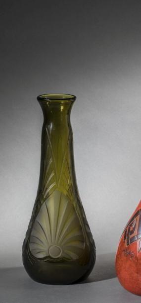 LEGRAS  Elégant vase piriforme, en verre...