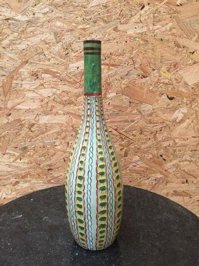 Grand vase bouteille, céramique à décor polychrome...