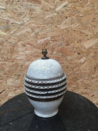 Pied de lampe de forme ovoïde, à décor de...
