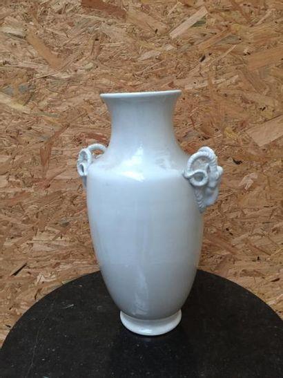 Attribué à la Maison Dior, Grand vase de...