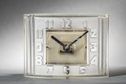 ATO et Lalique attribué à, vers 1930 Pendulette...