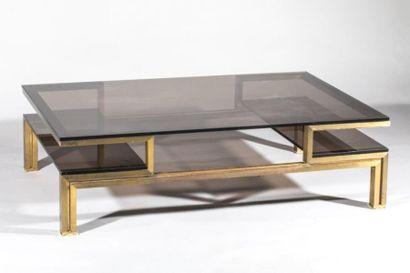 Table basse en bronze patiné et plateau de...