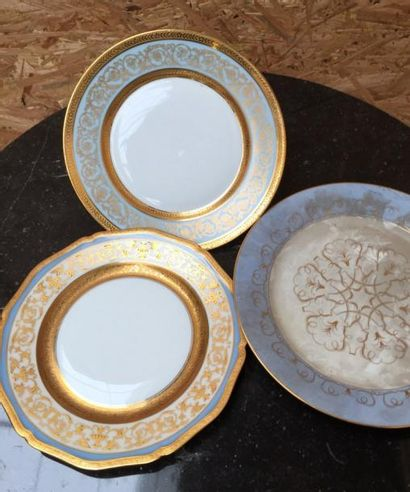 SEVRES  Assiette en porcelaine fine décor...