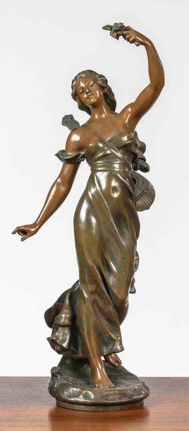 ECOLE FRANCAISE DU XIXème siècle Jeune femme à la guitare Sculpture en régule à 2...