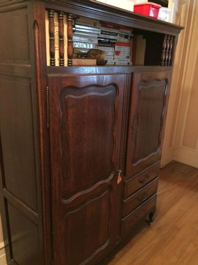 Grande armoire en bois naturel