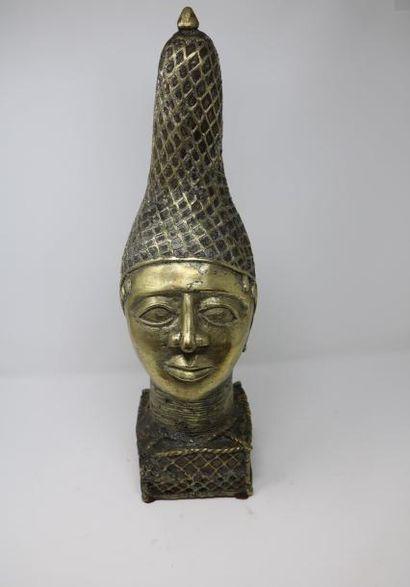 statuette dans le gout africain en bronze