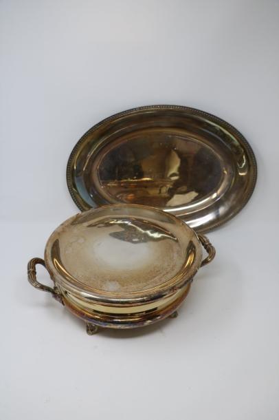Chauffe plat en métal plus deux briquets, et deux coupelles en métal