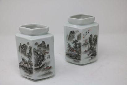 Chine, XXe siècle  Paire de vases de section...