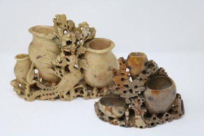 Chine, XXe siècle  Deux triple vases en stéatite...