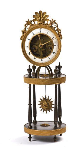 Pendule circulaire demi-squelette en bronze...