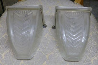 Paire d'appliques en verre moulé,  Style...