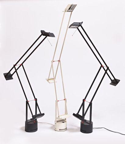 Trois lampes TIZIO en métal laqué blanc ou...