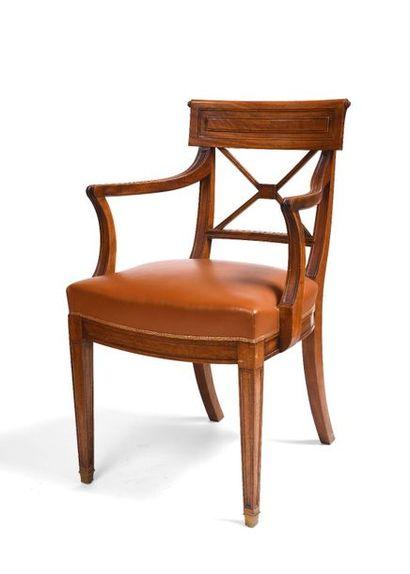 Suite de cinq fauteuils en acajou à dossier...