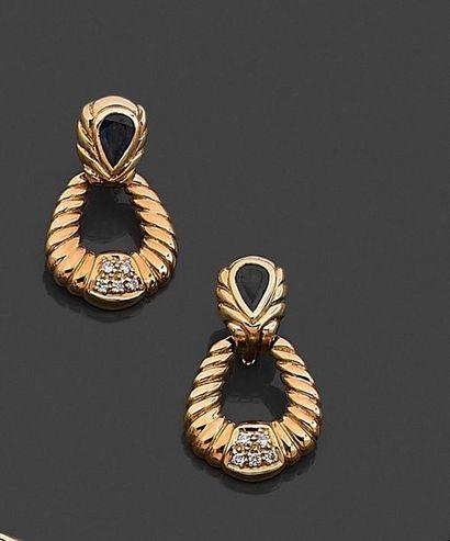 Paire de pendants d'oreille, en or jaune...