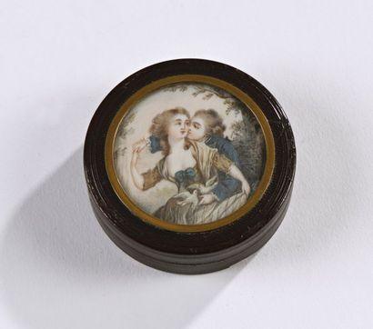 """Boite en composition ornée d'une miniature """"Scène galante""""  XIXe siècle  Diam.:..."""