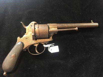 Revolver à broche système Lefaucheux, six coups, calibre 12 mm    Canon rond, gravé...