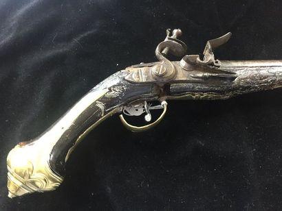 Pistolet à silex de voyage longueur totale: 17,5 cm    calibre 12mm, manque le couvre-bassinet...