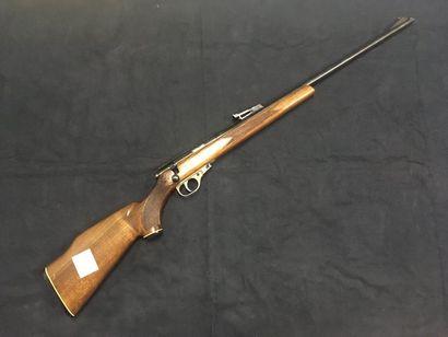 Carabine Unique calibre 22 LR    chargeur à 5 coups.    Très bon état    Arme de...