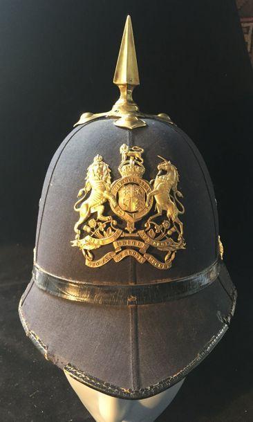 Casque « cloth cap helmet » du royal artillery vers 1890    en feutre noir monté...