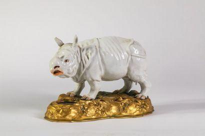 MEISSEN (attribué à) Rhinocéros en céramique...