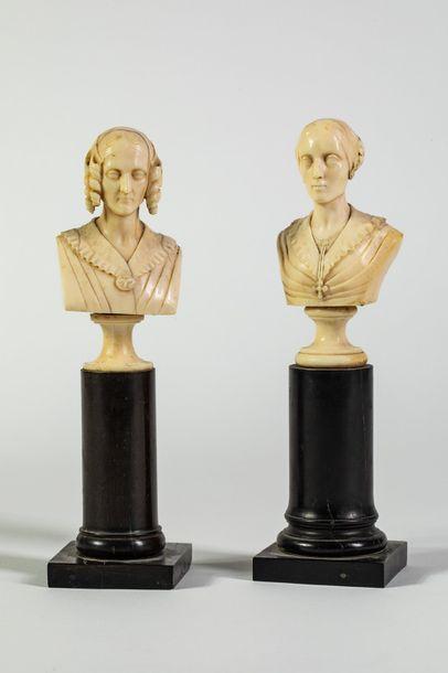 Deux statuettes formant pendant en ivoire...