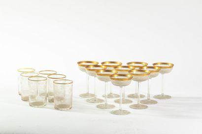Lot comprenant 10 coupes en cristal taillé...