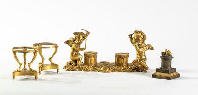 Encrier en bronze doré représentant des enfants...