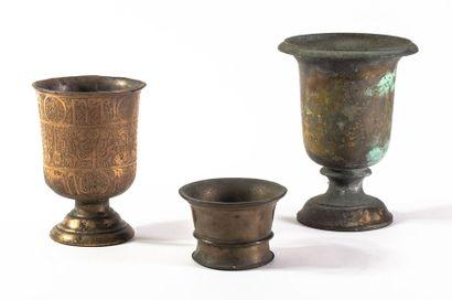 Lot comprenant un mortier et 2 vases