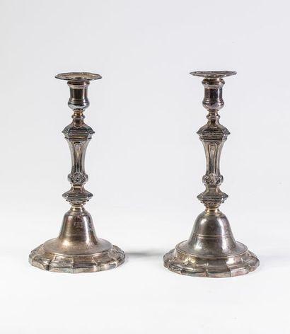 Paire de flambeaux en bronze argenté de style...
