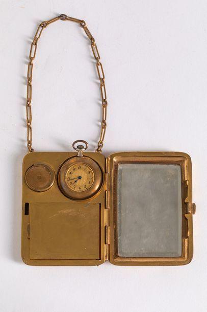 Nécessaire en laiton doré comprenant un miroir,...