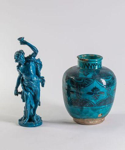 Lot en céramique émaillée bleue    Comprenant...