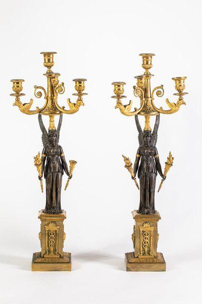 Importante paire de candélabres en bronze...