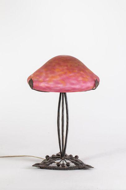 Lampe champignon, piètement en fer forgé...