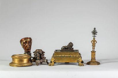 Lot comprenant 1 socle en bronze doré, socle...